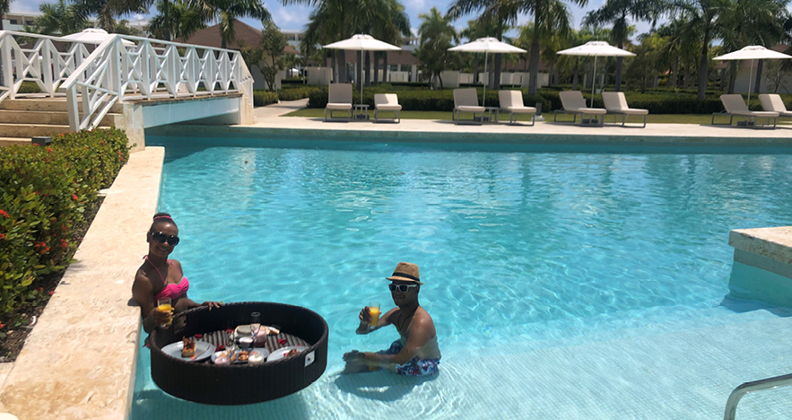 Couple enjoying drinks and snacks in DR Resort Pool